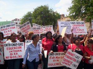 Foto de archivo marcha de mujeres.