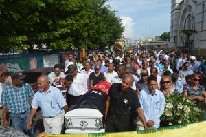Una multitud de su pueblo despidió a Carti.