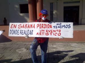 Un activista cultural en la protesta.