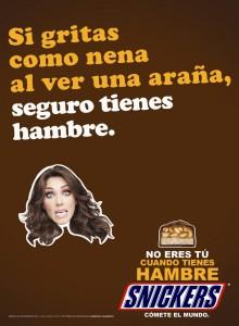 Publicidad de Snaickers utilizada en otros países, con igual contenido.
