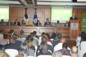 El procurador Francisco Domínguez Brito habla en el acto.