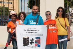 Participantes en la concentración frente al Congreso Nacional. Foto Lorena Espinoza.