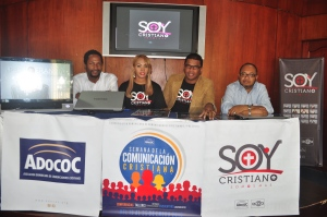 Integrantes de la Adococ y ACCRA en la rueda de prensa.