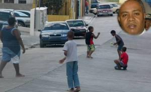 Infantes juegan en la calle por falta de un espacio seguro.