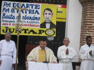 Misa en explanada Iglesia Santa Bárbara.