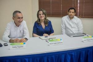 9686 Eddy Tejeda, MarÃ-a Isabel Soldevila y Juan Miguel Pérez, ponentes en el conversatorio Derecho a hablar de derechos 1 baja