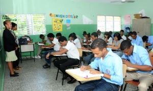 Estudiantes en pruebas nacionales. Foto MINERD.