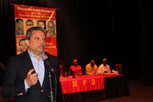 Fidel Santana, presidente del Frente Amplio.