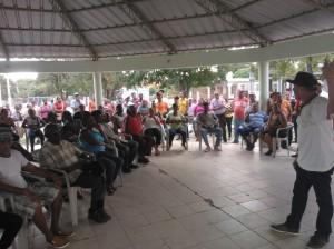 Participantes en la asamblea que aprobó la concentración.
