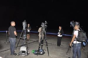 Tres reporteros gráficos en plena acción, con los tres equipos mencionados en esta denuncia.