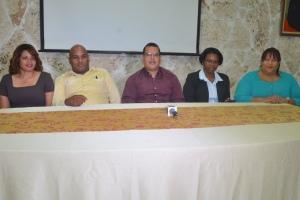 Integrantes de la Plataforma en rueda de prensa.