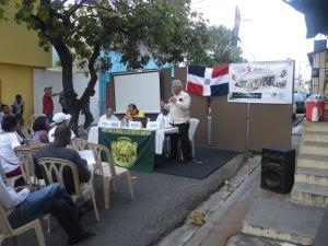 Luis Méndez expone en la actividad.