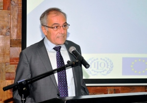 Alberto Navarro González habla en el taller. Foto MEPyD.