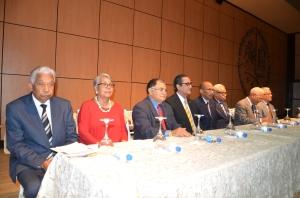 "Mesa de honor del panel ""Testimonio de Abril""."