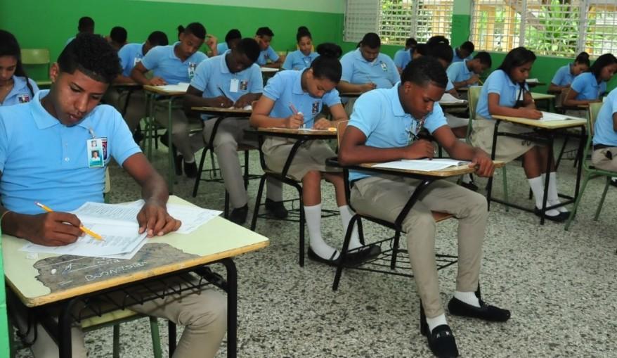 estudiantes-examinandose-1